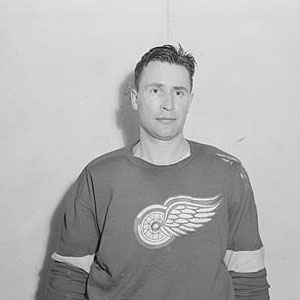 keith-allen-posed-red-wings